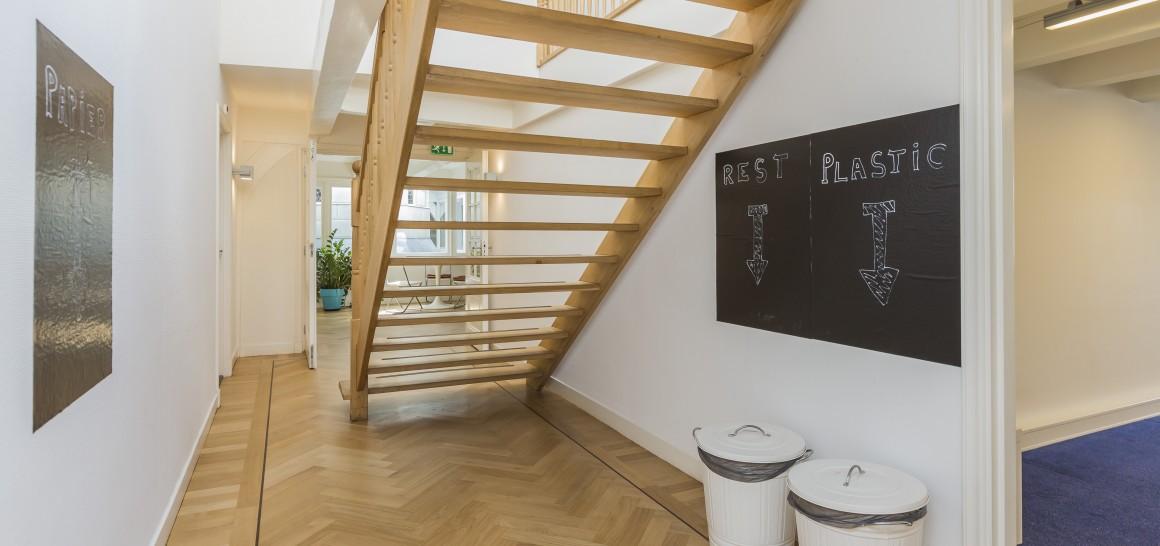 kantoor en werkplekken in duurzaam verzamelgebouw in Amsterdam